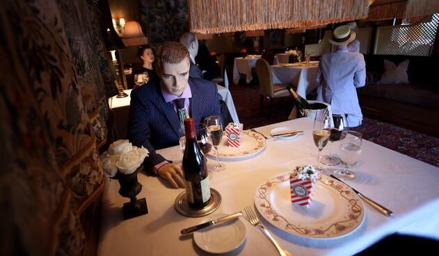 Maniquíes en restaurante