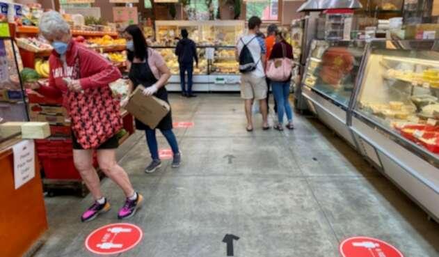 Coronavirus en Estados Unidos / Distanciamiento en supermercados