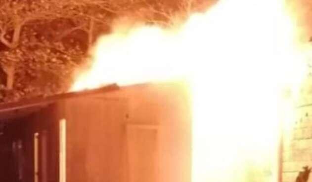 Por simple rumor, prenden fuego a una vivienda en San Andrés