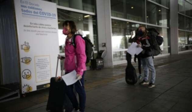 Cuarentena en Colombia / aeropuerto El Dorado / Vuelos humanitarios a Colombia