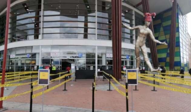 Los centros comerciales podrán operar con restricciones