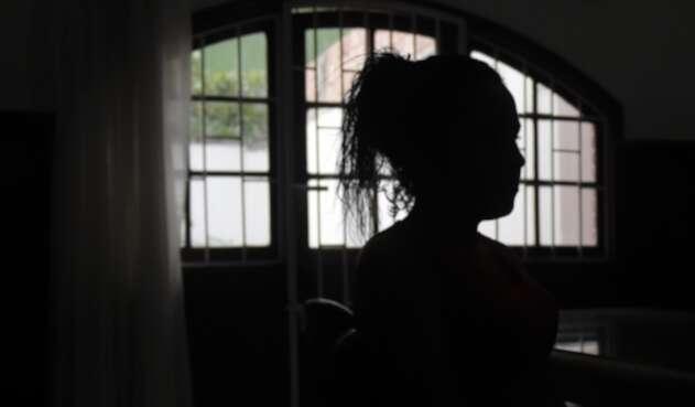 Mujer en el barrio Santa Fe, en Bogotá