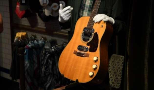El platal que pagaron por la guitarra del mítico Kurt Cobain | La FM