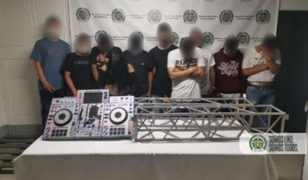 Sorprendieron a 40 personas, entre ellas 12 menores, en fiesta clandestina en Medellín