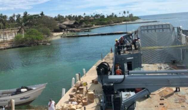 Armada entrega ayudas humanitarias y 150,000 litros de agua a habitantes de archipièlago de San Bernardo