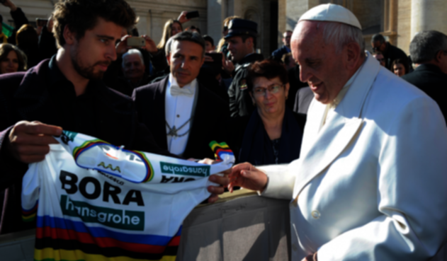 Papa Francisco con el ciclista Peter Sagan en 2018