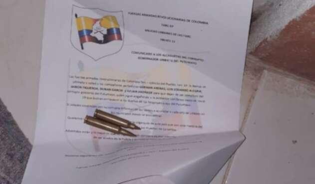 Con un panfleto y dos proyectiles calibre 556 amenazan a periodista