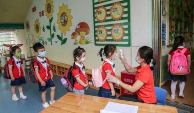 Regreso de niños a colegios / Coronavirus en China