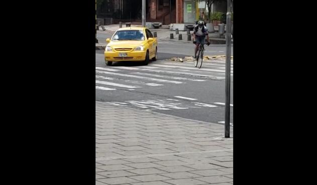 Taxista atropella a ciclista