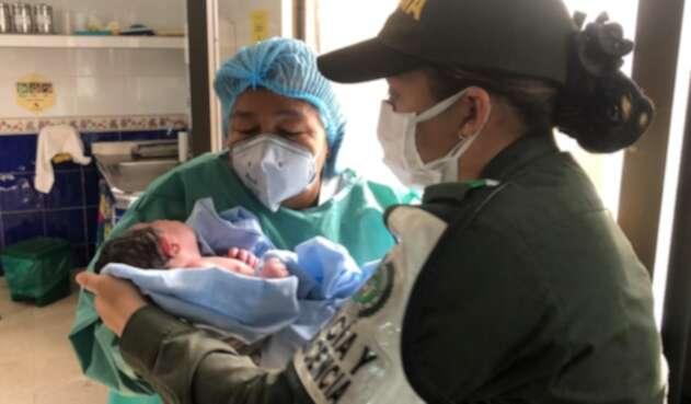 El bebé fue rescatado por la Policía.