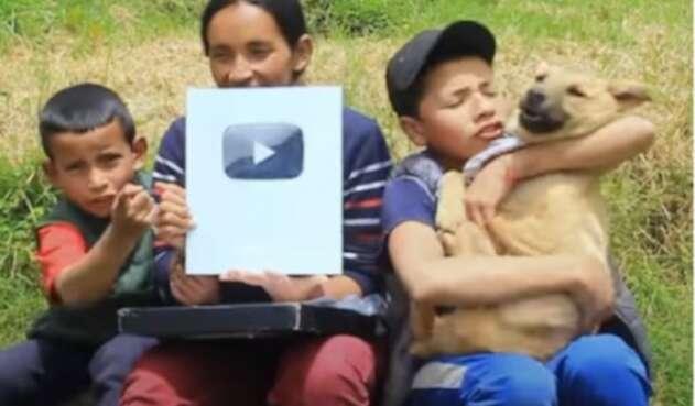 Youtubers campesinos ganan botón de reconocimiento