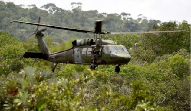 Helicóptero Black Hawk al servicio del Ejército.