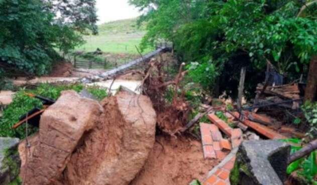 Varios ríos desbordados y un puente colapsado son algunas de las afectaciones