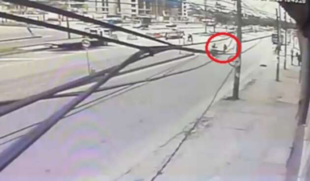 Motociclista murió al atropellar a señora