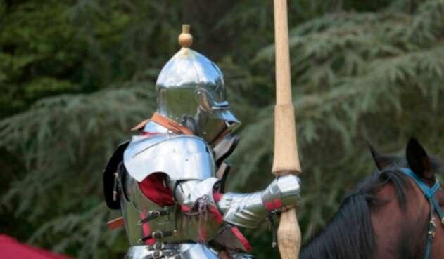 Caballero medieval en su caballo