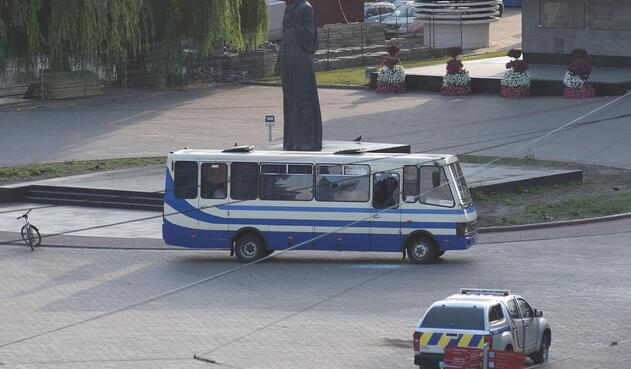Después de 12 horas de secuestro de autobús en Ucrania liberan a los rehenes