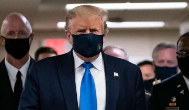 Donald Trump usa tapabocas