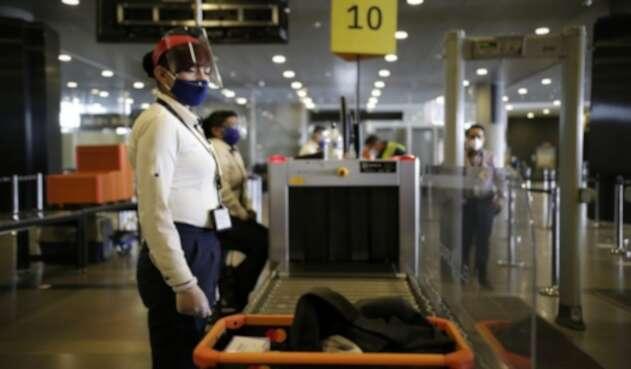 Aeropuerto El Dorado / Coronavirus en Bogotá