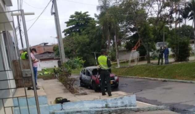 El vehículo quedó incinerado y por el Gobernador y su esquema de seguridad no tuvieron afectaciones.