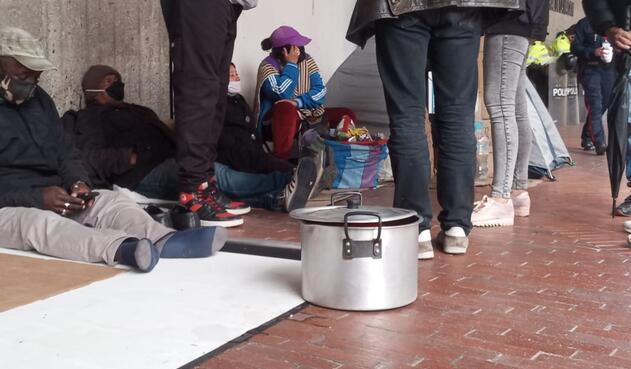 Desplazados protesta ante crisis económica