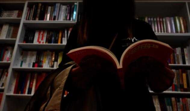 Retiran libros prodemocracia de escuelas y bibliotecas de Hong Kong