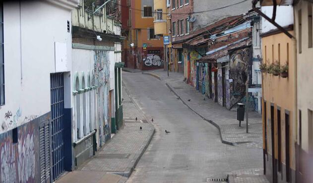 La soledad del céntrico sector de Bogotá, en medio de la cuarentena estricta por la pandemia.