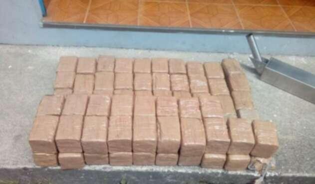 Pasta base de cocaína era transportada en el vehículo.