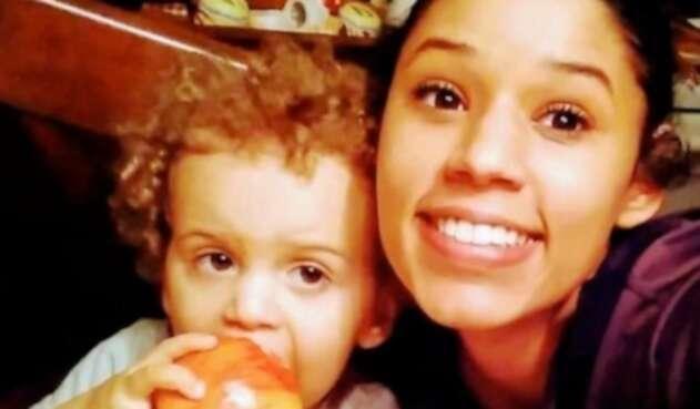 Leila Cavett y su hijo