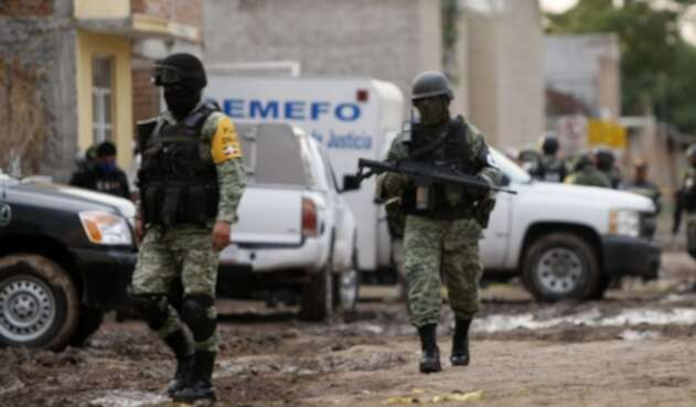 Miembros de la Guardia Nacional en Irapuato, donde masacraron a 26 personas