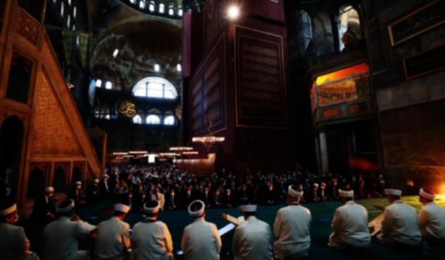 Reabre Santa Sofía de Estambul como mezquita