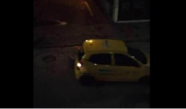 Taxi atropellando a presunto ladrón