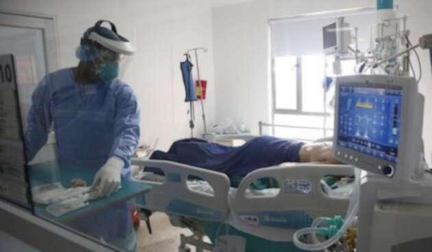 Médicos en Medellín piden que se reconozca el talento local y nacional.