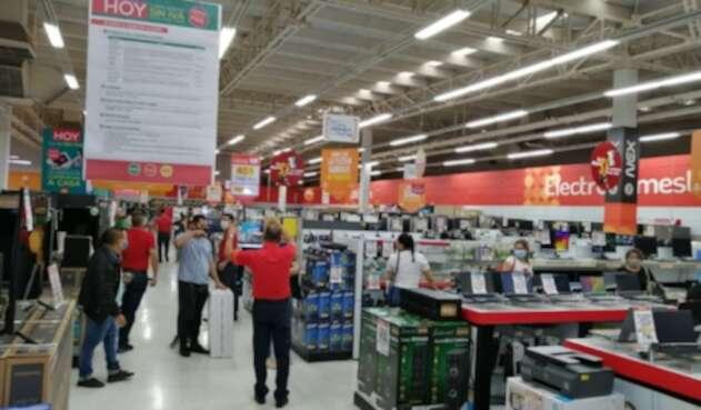Centro comercial día sin IVA en Cúcuta.