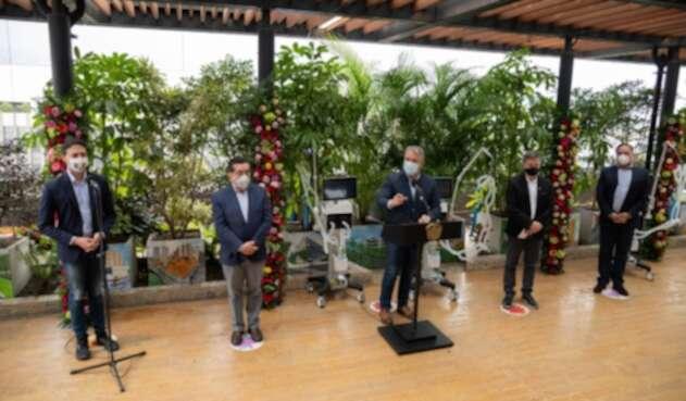 Presidente Iván Duque en acto de entra de ventiladores mecánico para UCI en Medellín