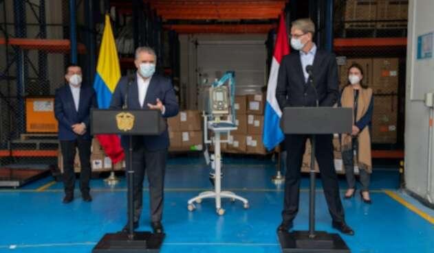 Presidente Iván Duque en la entrega de ventiladores por parte de los Países Bajos.