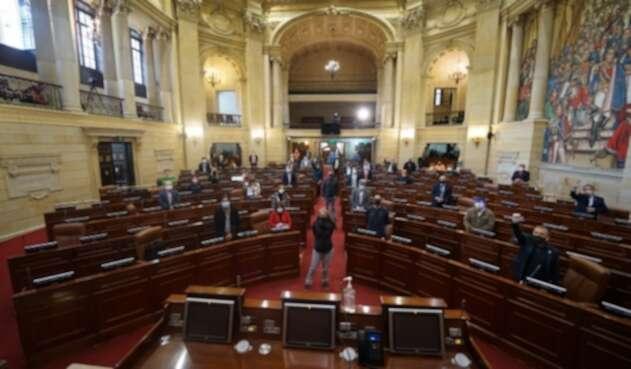 Congresistas de oposición acudieron a sesión del 20 de julio pese a medida cuarentena.