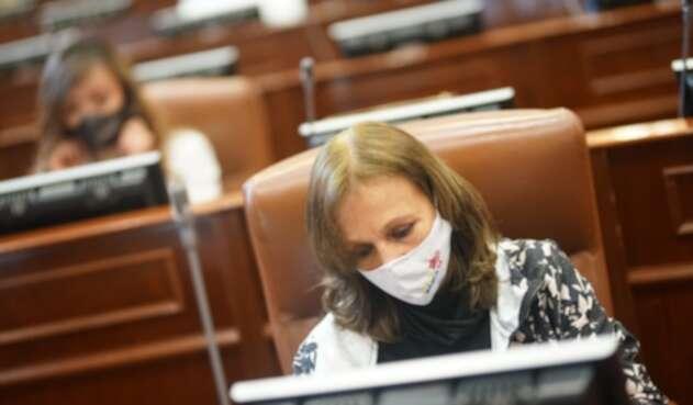 Ángela María Robledo, congresista de oposición, acudió a sesión pese a medida cuarentena.