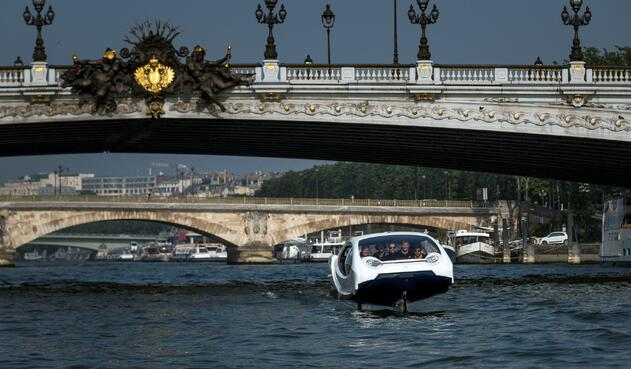 Taxis de SeaBubble que vuelan sobre el agua