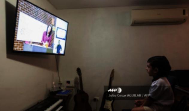 Clases por televisión en pandemia en México
