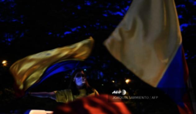 Colombianos a favor y en contra de Álvaro Uribe