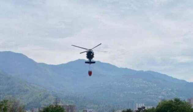 El sistema bambi bucket del helicóptero de la Fuerza Aérea se desprendió.
