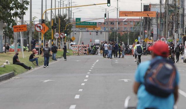 Comerciantes bloquean Avenida Primero de Mayo / Protestas por cuarentena sectorizada