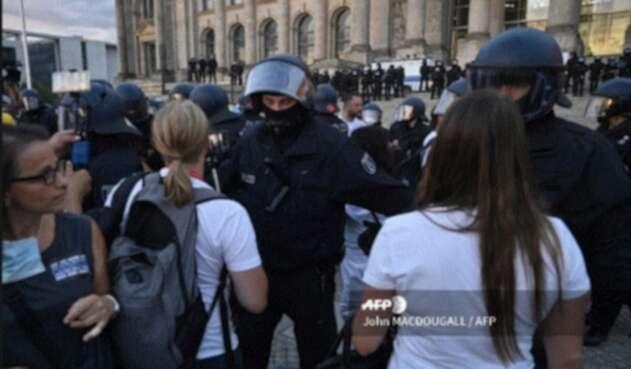 Protestas en Europa por uso de mascarilla