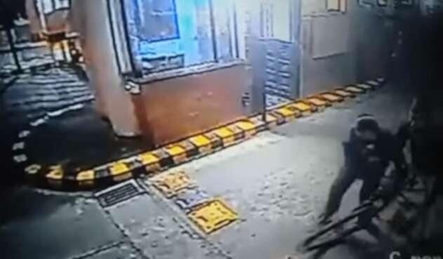 Vigilante evita robo en Bogotá