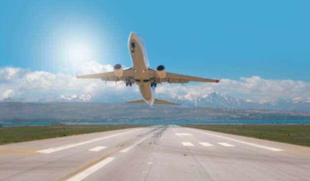 Reactivación de vuelos - Aeropuertos - Avión