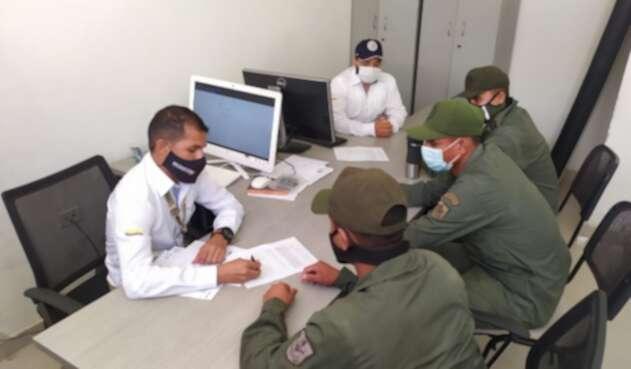 Los tres militares no podrán entrar a Colombia por diez años.