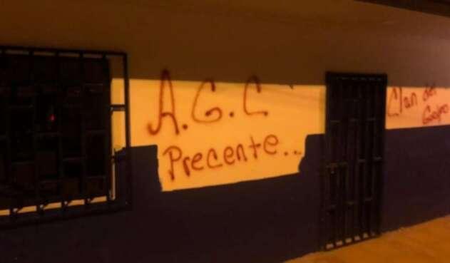 Grafitis en viviendas en Segovia, Antioquia.