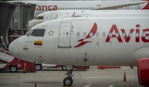 Aviones de Avianca en la pista del aeropuerto internacional El Dorado, en Bogotá.