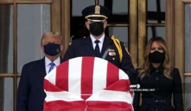 Donald Trump visita restos de Ruth Bader Ginsburg