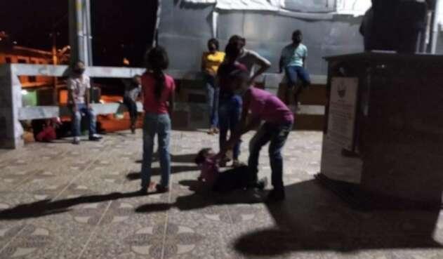 Entre las dieciséis familias desplazadas en Tarazá hay 27 niños.
